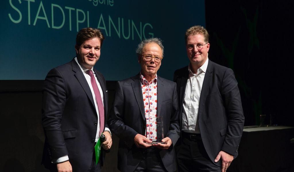 Kees Christiaanse, Professor für Architektur und Städtebau an der ETH Zürich, erhält den ULI Germany Leadership Award 2018 in der Kategorie Stadtplanung. Foto: Hochparterre