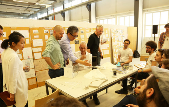 Marc Angélil and guests (Jeannette Kuo, Mark Lee, and Piet Eckert) engaged in a discussion with students in the design studio (photograph Ciro Miguel)