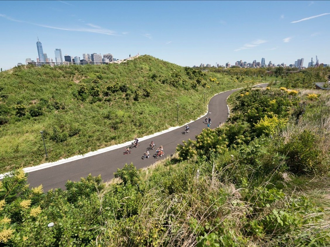 Governors Island Park, New York – West 8 Et.Al. (Image: Governors Island Trust)