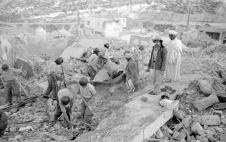 Cleanup operations after the 1960 Agadir earthquake destroyed almost the entire city. © Alfred Strobel/Süddeutsche Zeitung Photo